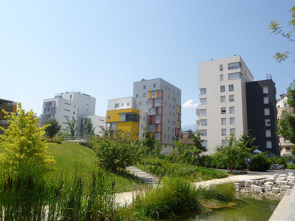 1024px-ecoquartier_de_bonne_-_grenoble_13.jpg