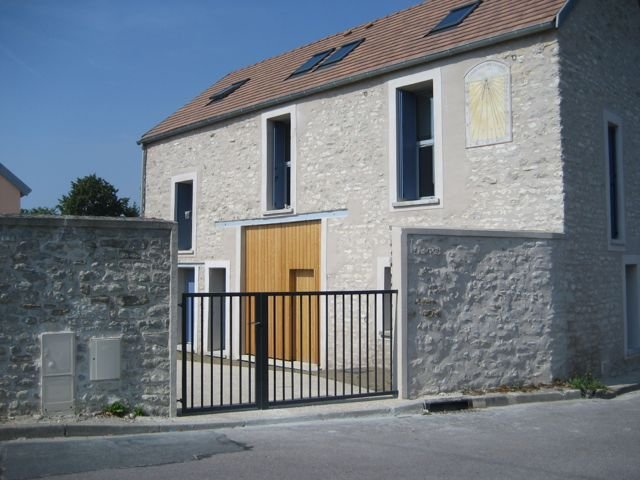 Restructuration d'une ferme en centre-village, Follainville (78), H=L architecture