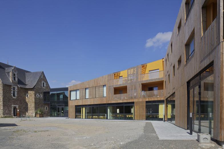 construction de commerces, d'un restaurant scolaire et de logements sociaux à Ecouflant (49)