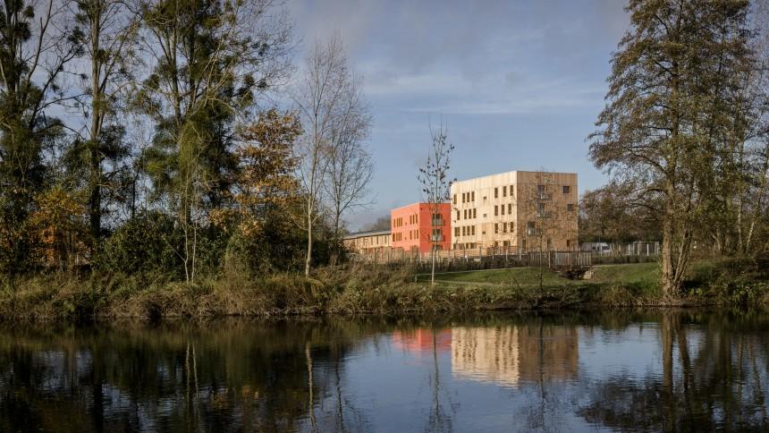 eco-quartier_des_noes_val-de-reuil_c_atelier_architecture_philippe_madec_01.jpg
