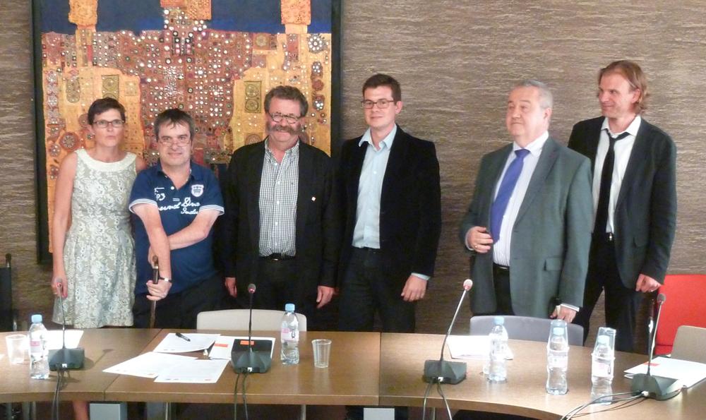 De gauche à droite : Christel PRADO (UNAPEI), Jean-Marie BARBIER (APF), Lionel CARLI (CNOA), Cédric LORANT (UNISDA), Philippe CHAZAL (CFPSAA) et Frédéric DENISART (CNOA)