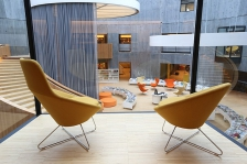 800px-atrium_de_la_bibliotheque_oscar_niemeyer_du_havre_vu_du_premier_etage_du_petit_volcan.jpg
