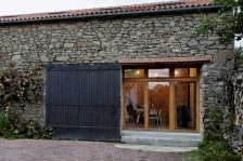 Rénovation à Treize-Vents, en Vendée - Donnet Tresse Architectes (source: Archicontemporaine)