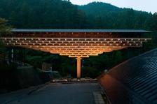 kengo-kuma-associates-takumi-ota-yusuhara-wooden-bridge-museum.jpg
