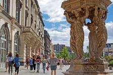fontaine_place_de_jaude_clermont-ferrand_c_elsa_clermont_auvergne_tourisme.jpg