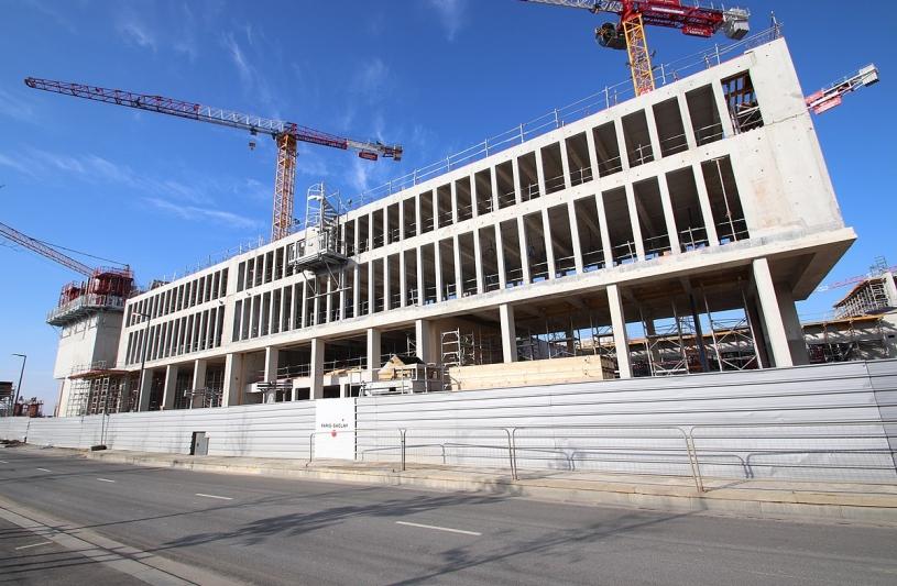 1200px-chantier_de_construction_de_luniversite_paris_saclay_sur_lavenue_de_la_vauve_a_palaiseau_le_18_fevrier_2018_-_10.jpg