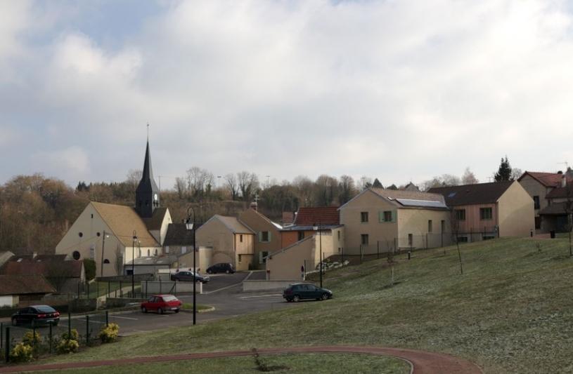 réhabilitation lourde d'une ferme en coeur de village. création de 10 logements sociaux collectifs
