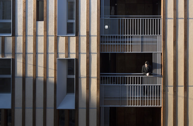 Le bois rythme la façade. Benoît Bost photographe. Projet Triptyk / whyarchitecture