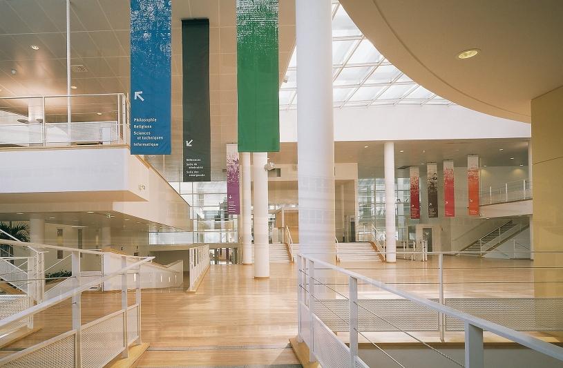 Bibliothèque universitaire de l'Université Paris 8, St Denis, Pierre Riboulet arch. (© Luc Boegly)