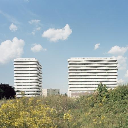Ensemble immobilier de 101 logements en accession et 40 logements sociaux, à Arcueil, ECDM Architectes (© B. Fougeirol) - Source : archicontemporaine.org