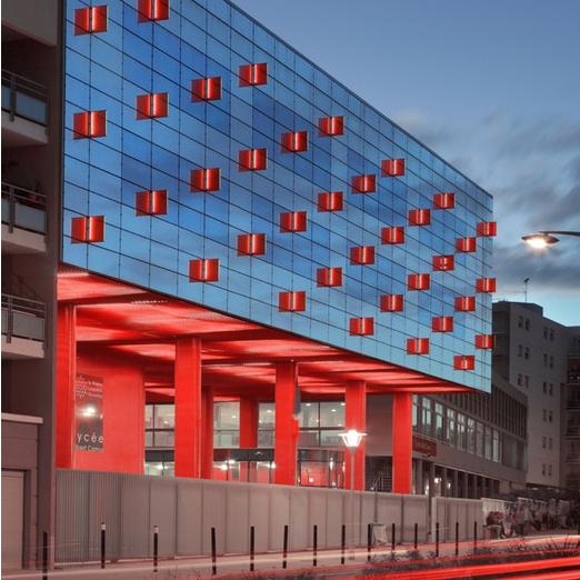 Lycée Albert Camus à Nîmes - HELLIN-SEBBAG, architectes (© B.Wehrlé) (Source : Archicontemporaine.org)