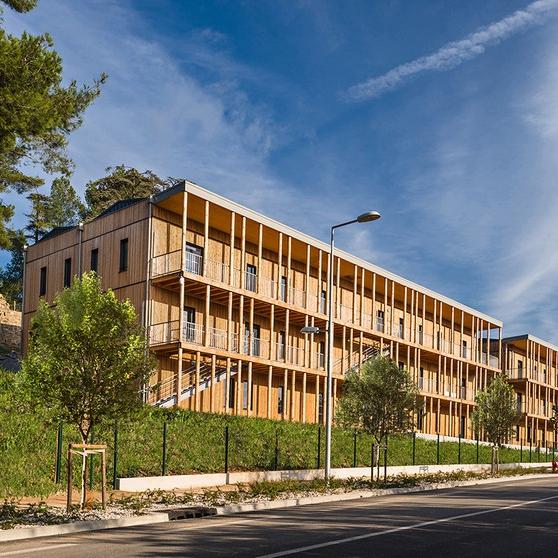 Le Parc de l'Ensoleillée, Aix-en-Provence, tertiares et commerce -      Architecte(s) : Tangram Architectes, Atelier Woa (source : archicontemporaine.org)