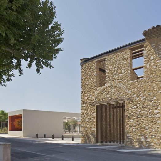Aménagement urbain du centre ville de Gignac La Nerthe, Bouches du Rhône - Comac Architectes (Photo : Ph Ruault) (Source: Archicontemporaine.org)
