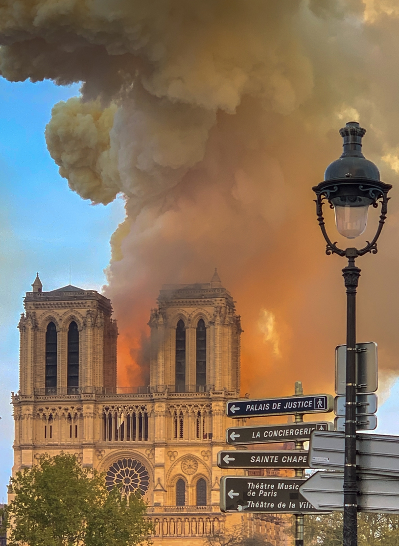 notre_dame_on_fire_15042019-1_cropped2.jpg