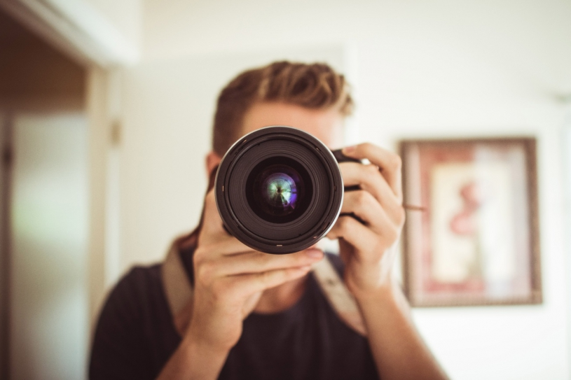 people-camera-photography-photographer-portrait-lens-698770-pxhere.com_.jpg