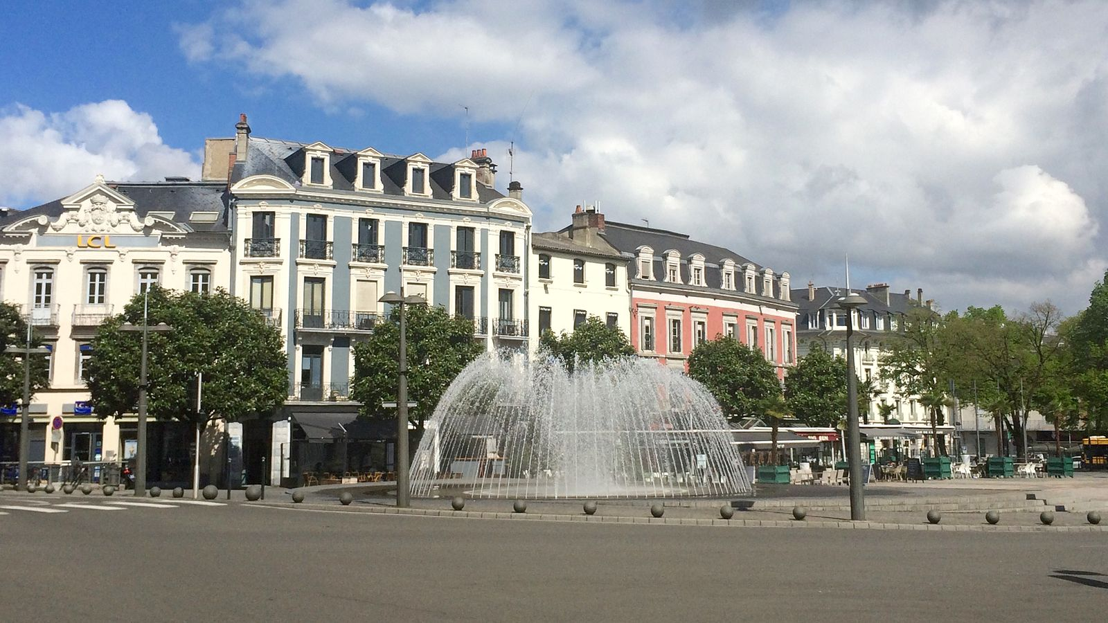 place_de_verdun_tarbes.jpg