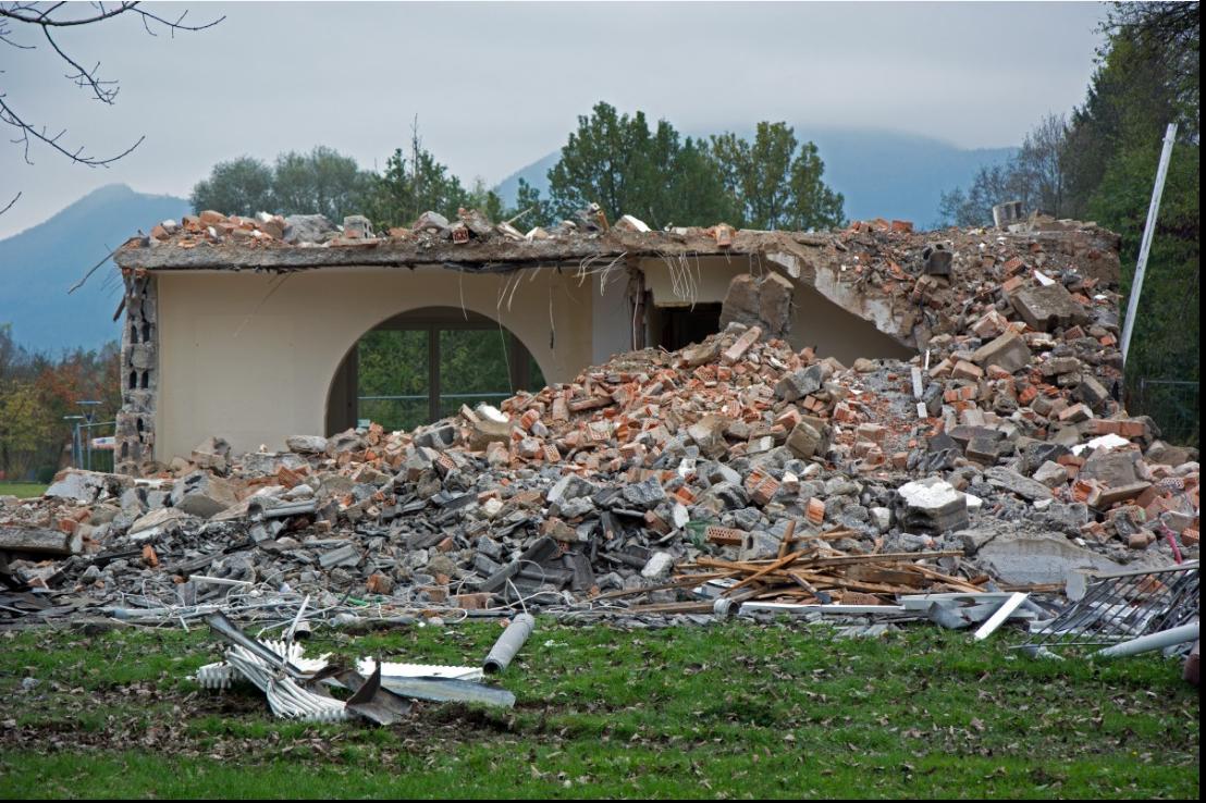 screenshot_2021-07-06_at_18-23-05_images_gratuites_batiment_casse_se_ruiner_detruit_crash_ruines_site_demolition_de.png